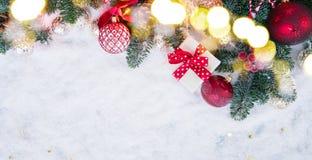 与雪的圣诞节场面 免版税库存图片