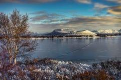 与雪的圣诞节风景加盖了惠尔山火山和refl 库存图片