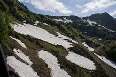 与雪的山 免版税库存照片
