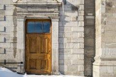 与雪的教会木门 图库摄影