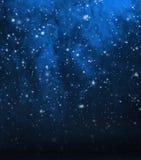 与雪的深刻的蓝色抽象christmad背景 免版税库存照片