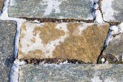 与雪的石平板 免版税库存照片