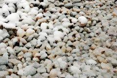 与雪的石渣覆盖物 免版税库存图片
