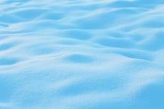 与雪的自然冬天背景 免版税库存照片
