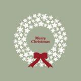 与雪花、星和弓的储蓄传染媒介圣诞节花圈 免版税库存图片