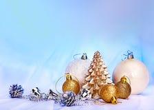 与雪花和蜡烛的圣诞节静物画。 图库摄影