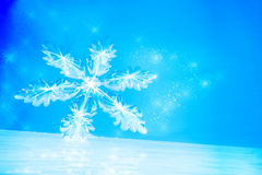 与雪花的冬天背景在冰 免版税图库摄影