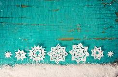 与雪花的圣诞节背景 免版税库存照片