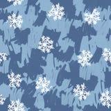 与雪花的无缝的手拉的样式在蓝色颜色 免版税库存照片