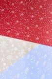 与雪花的样式的多彩多姿的纸 免版税库存照片