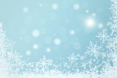 与雪花的浪漫冬天背景 免版税库存照片