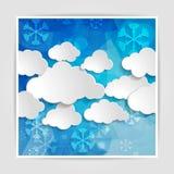 与雪花的白色云彩在抽象蓝色几何后面 免版税库存图片