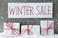 与雪花的白色礼物,文本冬天销售 库存图片