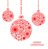 与雪花的红色圣诞节球在白色背景 Holid 免版税图库摄影