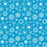 与雪花的蓝色传染媒介冬天背景 无缝的模式 免版税库存照片