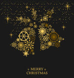 与雪花的金黄圣诞节铃声在黑背景 Ho 免版税库存图片