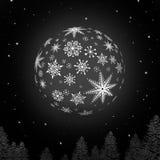 与雪花纹理和黑背景的夜雪球 库存照片