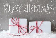 与雪花,文本圣诞快乐的两件礼物 免版税库存照片