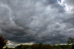 与雷云,雨云的天空 库存照片