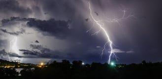 与雷电的雷暴在泰国海岛上 库存图片
