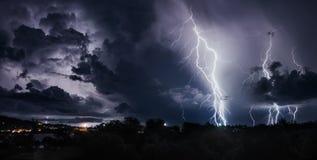 与雷电的雷暴在泰国海岛上 图库摄影