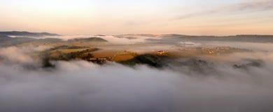 与雾的早晨 库存照片