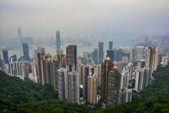 与雾-峰顶的香港地平线 库存照片