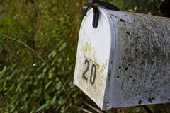 与青苔的农村邮箱 库存图片
