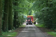 与青贮无盖货车的承包商 免版税库存照片