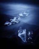 与靠岸的冰山的Jokulsarlon。冰岛 免版税图库摄影