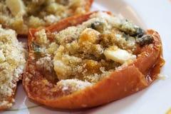 与面包屑的西红柿原料 图库摄影