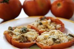 与面包屑的西红柿原料 库存图片