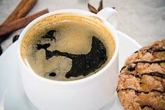 与面包店的咖啡伍迪减速火箭的背景的 免版税库存图片