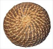 与顶面螺旋纹理的布朗手被编织的柳条筐 免版税库存图片