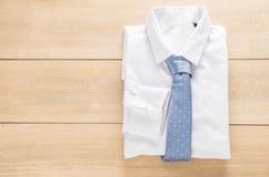 与领带的衬衣 免版税库存照片
