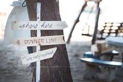 与题字婚礼的木匾 库存照片
