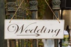 与题字婚礼的装饰匾 免版税库存图片