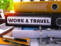 与题字工作和旅行的黑办公室文件夹 3d 免版税图库摄影