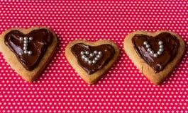与题字的曲奇饼心脏 St华伦泰` s日 免版税库存照片