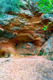 与题字的砂岩峭壁 免版税库存图片