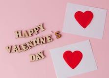 与题字的许多心脏情人节快乐在桃红色背景 一张贺卡的背景圣徒华伦泰的' 免版税库存图片