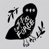 与题字`咖啡力量`的猫头鹰 向量例证