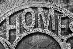 与题字`家`的木表面 库存图片