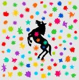 与颜色阵雨的马节日  库存图片