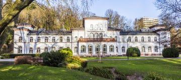 与风景公园的Kurhaus在陶努斯山麓巴德索登 免版税库存照片