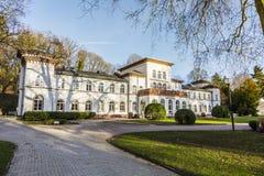 与风景公园的Kurhaus在陶努斯山麓巴德索登 免版税图库摄影