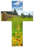 与风景的十字架 免版税库存照片