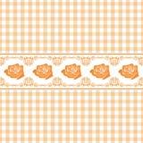 与风格化玫瑰的无缝的淡桔色的方格的背景 免版税库存照片