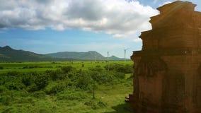 与风的谷驻防在高地鸟瞰图的古庙 影视素材