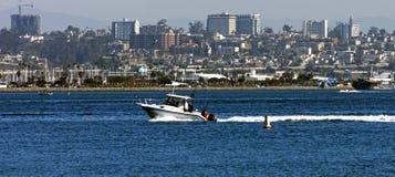 与风船的圣地亚哥地平线,美国 库存照片